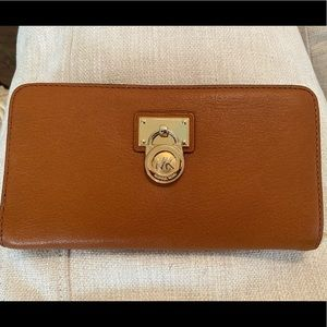 Michael Kors Hamilton Traveller Wallet
